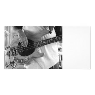 parte traseira do baterista das mãos do baixo de c cartão com fotos