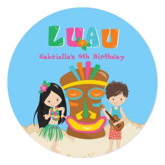Partido de Luau com convite redondo de Tiki do