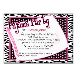 Partido de pijama em pontos pretos e cor-de-rosa