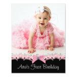 Partido de primeiro aniversario cor-de-rosa e convite personalizados