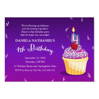 Partido do cupcake do aniversário do roxo 4o convite