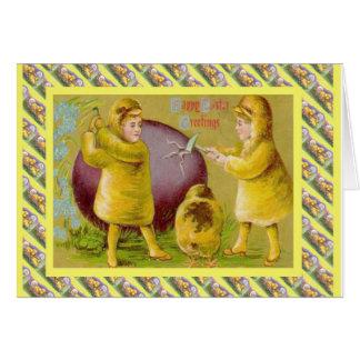Páscoa do vintage, rachando o ovo cartão comemorativo