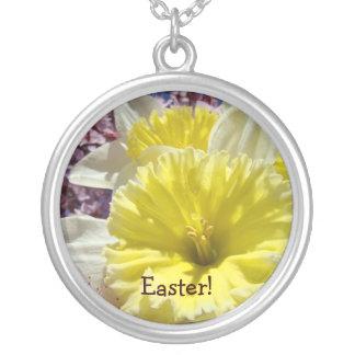 Páscoa! flores do Daffodil do amarelo do presente Colar Com Pendente Redondo