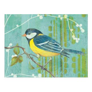 Pássaro azul empoleirado em uma árvore cartão postal
