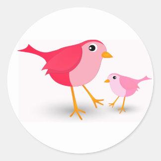 Pássaro cor-de-rosa pequeno da mãe & sua etiqueta