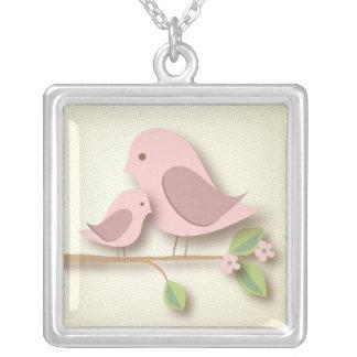 Pássaro doce da mãe com a mamã nova do dia das colar banhado a prata