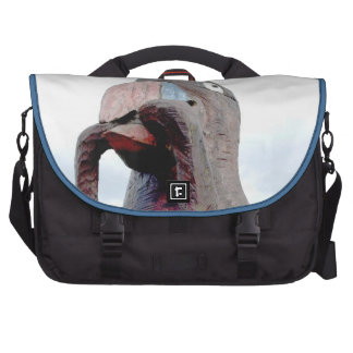 Pássaro enorme com o sem-fim no bico mala para notebook