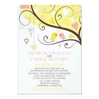 Pássaros amarelos e cor-de-rosa do amor que convite 12.7 x 17.78cm