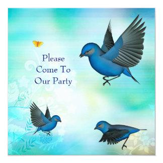 Pássaros azuis do partido do convite no azul