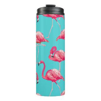 Pássaros cor-de-rosa do flamingo no fundo de