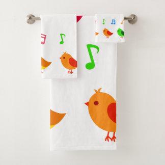 Pássaros de bebê coloridos do canto toalha