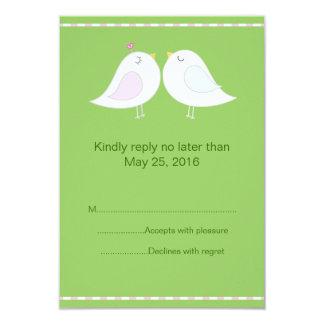 Pássaros do amor com o cartão verde do fundo RSVP Convite 8.89 X 12.7cm