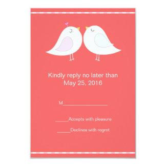 Pássaros do amor com o cartão vermelho do fundo convite 8.89 x 12.7cm