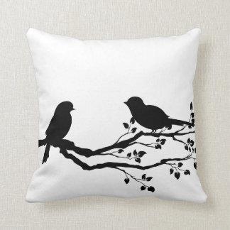 Pássaros em travesseiros decorativos do Reversible Almofada