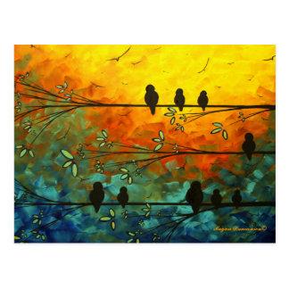 Pássaros lunáticos originais em um cartão do ramo