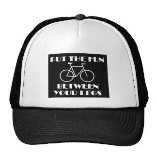 Passeio da bicicleta do boné