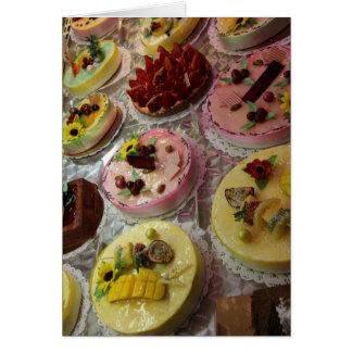 Pastelaria luxuosa em uma loja francesa cartoes