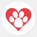Pata do cão do coração (escura) adesivos redondos