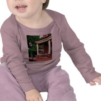 Patamar com cestas de suspensão camisetas