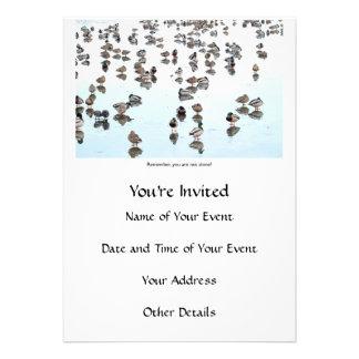 Patos do pato selvagem em uma lagoa congelada convites personalizados