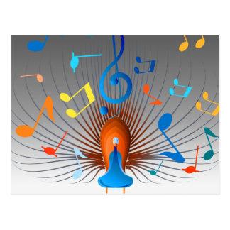 Pavão colorido das notas musicais cartao postal