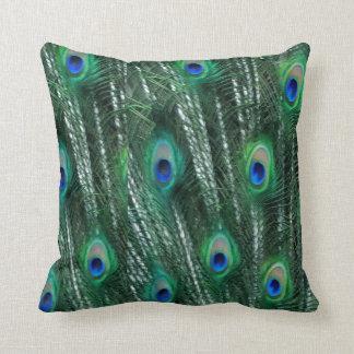 pavões esverdeados que abrem penas travesseiros de decoração
