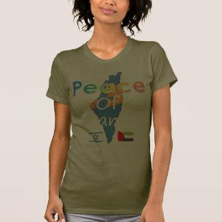 Paz de t da cor escura da mulher da terra t-shirts