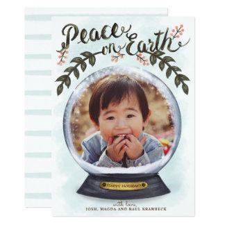 Paz do globo da neve no cartão com fotos dos