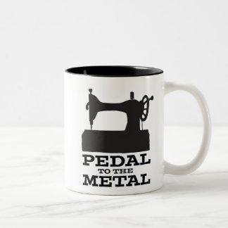 Pedal à caneca do metal