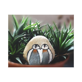 Pedra decorativa de dois pinguins no impressão do