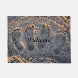 Pegadas da praia da areia tapete
