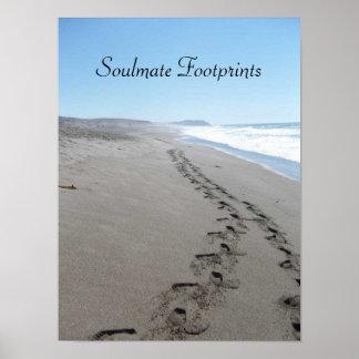 Pegadas do Soulmate junto no poster da areia