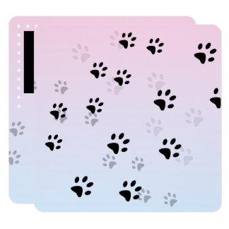 Pegadas insolentes cor-de-rosa do gato convite quadrado 13.35 x 13.35cm