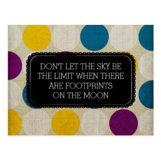 Pegadas no cartão da lua