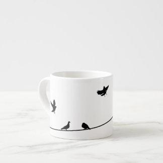 Pegions na caneca do café do fio