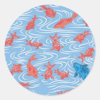 Peixe dourado e carpa japoneses adesivo em formato redondo