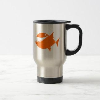 Peixes alaranjados dos desenhos animados canecas