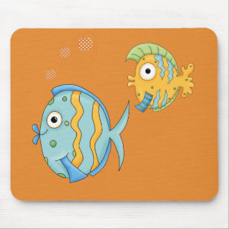 Peixes bonitos tropicais dos desenhos animados mouse pad