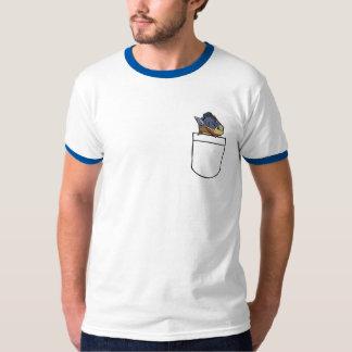 Peixes dos CF em uma camisa do bolso Camisetas