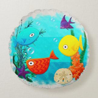 Peixes dos desenhos animados do aquário da rareza almofada redonda
