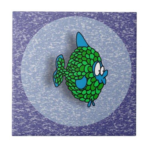 Peixes dos desenhos animados do verde azul no azul azulejos de cerâmica