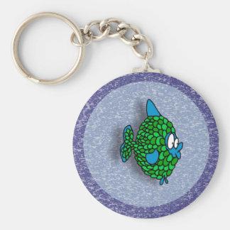 Peixes dos desenhos animados do verde azul no azul chaveiros