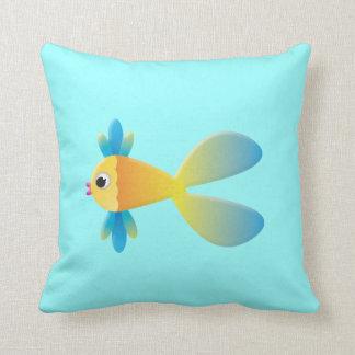 Peixes dos desenhos animados e travesseiro da