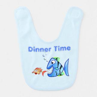 Peixes dos desenhos animados que comem o babador d