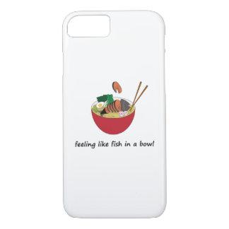 Peixes engraçados em uma capa de telefone do