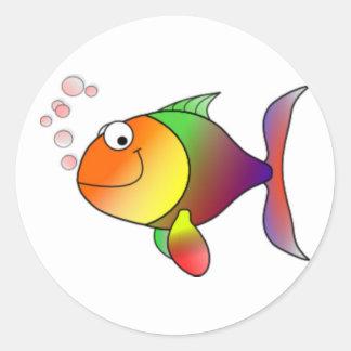 Peixes felizes dos desenhos animados adesivos redondos