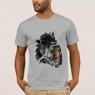 Peixes maus grandes que quebram através do t-shirt camiseta