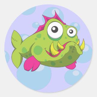 Peixes resistentes dos desenhos animados adesivos em formato redondos