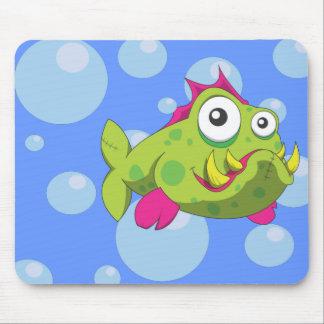 Peixes resistentes dos desenhos animados mouse pad
