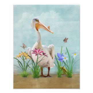 Pelicano branco com flores e borboletas impressão de foto